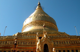 Shwezigon Pagode in Bagan Myanmar