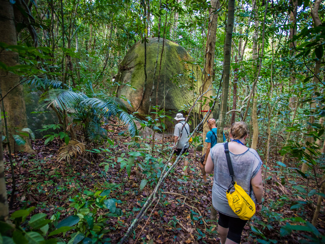 Trekking Boulder Bay Eco Resort Mergui Archipel Myanmar